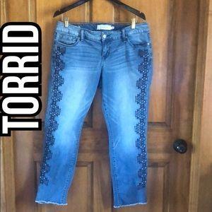 Torrid Boyfriend Aztec Print Jeans Size 10